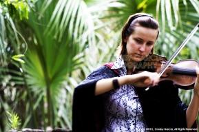 Olessya, violinist